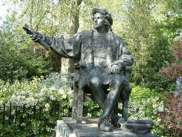 Statues in Belgrave Square